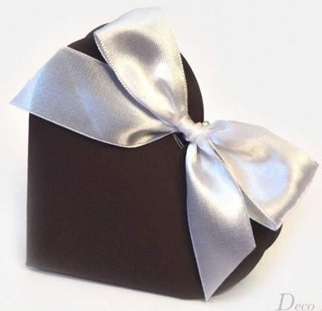 vendégajándék dobozka szív alakú, szalaggal, barna (10 db)-10*9*3 cm
